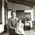 A mãe ao colo da sua mãe, Avó Amélia