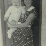 Guida Maria e a mãe com cerca de um ano