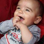 O Mateus é um bebé encantador. Sempre sorridente e bem-disposto