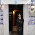 O restaurante O Faia é a sua 2º casa, onde canta todas as noites.
