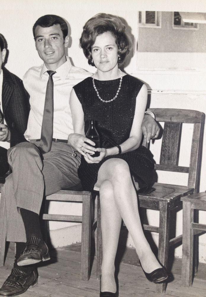 """""""Foto dos pais que gosto muito e está no meu álbum pessoal, gosto do ambiente anos 60 com um toque de cinema italiano. Foto tirada muito antes do casamento dos pais e do meu nascimento. Sou o primeiro de dois irmãos"""""""