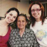 Inês, irmã e avô materna