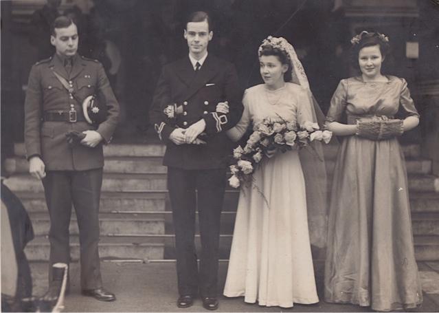 12 - Casamento dos meus pais, durante a II Guerra Mundial, avós de 21 netos, e bisavós de muitos mais