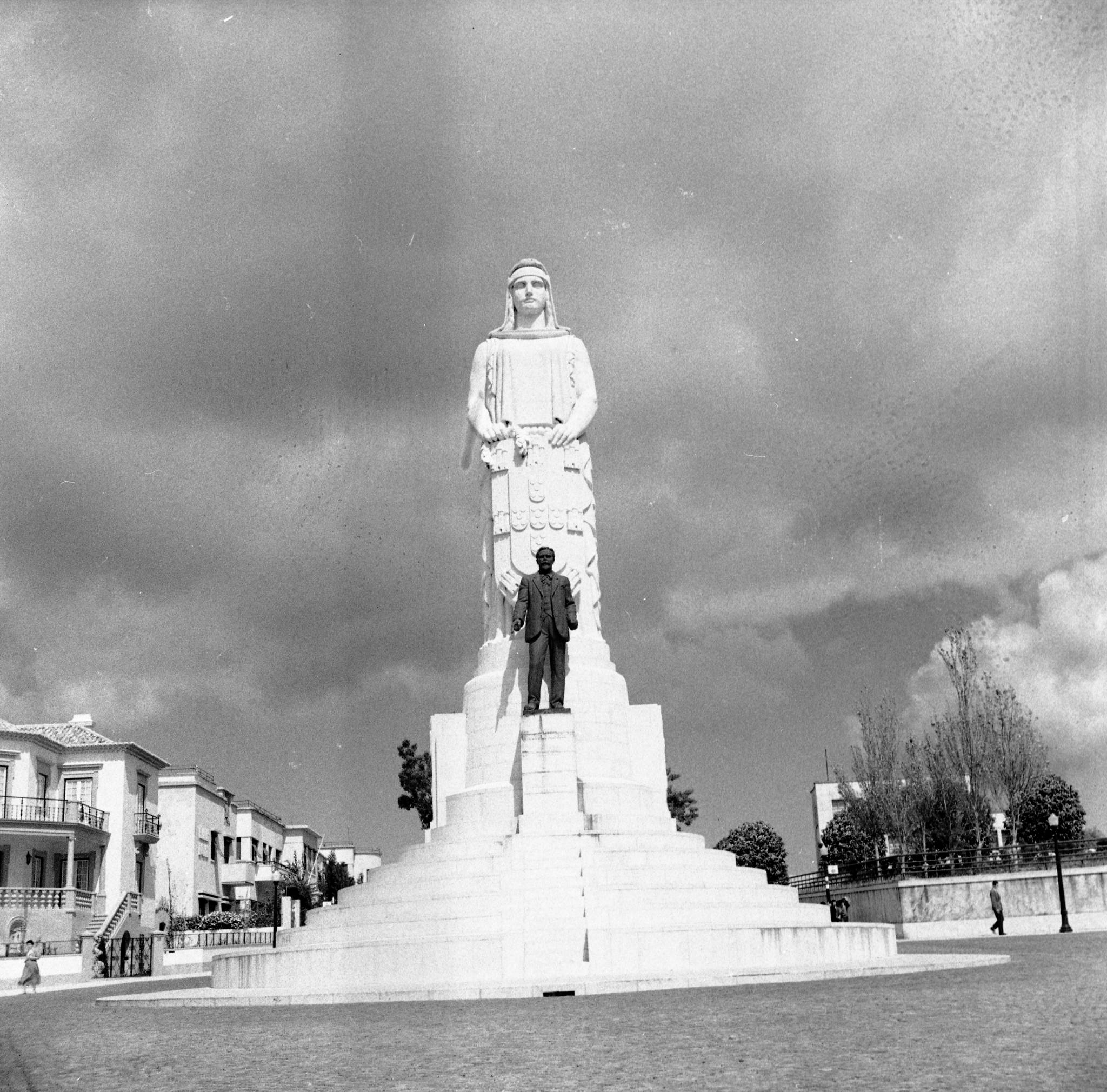 antonio-jose-de-almeida-monumento-1937-fernando-martinez-pozal