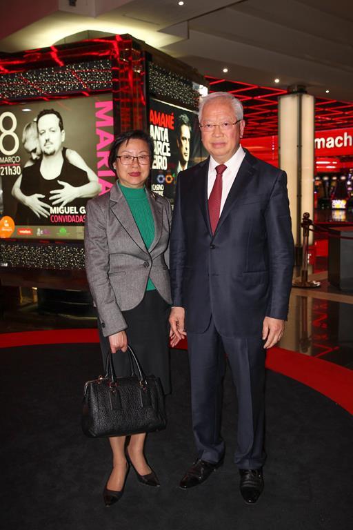 0042 - Miu Fong Leng e Choi Man Hin, Pres. Com. Exec. Estoril Sol (Copy)